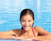 woman-in-pool-smile